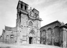 Souvigny (Allier): l'abbatiale Saint-Pierre et Saint-Paul. Vue générale de l'église