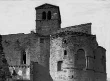 Saint Romain le Puy (Loire): le prieuré saint Romain