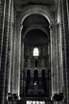 Saint Aignan sur Cher (Loire et Cher): la collégiale: nef, croisée et chœur