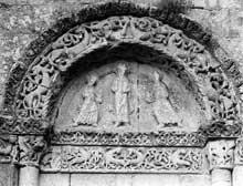 Saint Amant de Boixe (Charente): l'abbatiale. Croisillon nord, face ouest. Tympan de gauche