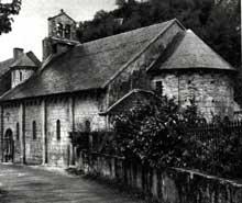 Saint Béat (Haute Garonne): église saint Cyriaque. Face sud et chevet