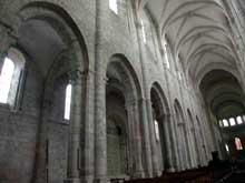 Saint Benoît sur Loire (Loiret): abbaye saint Fleury. Elévation de la nef et collatéral nord