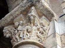 Saint Benoît sur Loire (Loiret): abbaye saint Fleury. Chapiteaux du porche: les cavaliers de l'Apocalypse et l'agneau