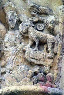 Saint Benoît sur Loire (Loiret): abbaye saint Fleury. Chapiteaux du porche: les cavaliers de l'Apocalypse: détail de l'agneau
