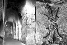Saint Emilion (Gironde): église monolithe. La nef et un relief de la voûte représentant deux anges