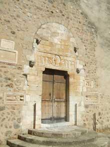 Saint Genis des Fontaines (Pyrénées orientale): la façade de l'église