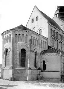 Saint Genou (Indre): l'église abbatiale. L'abside