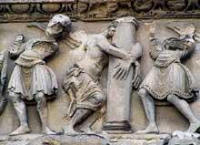 Saint Gilles du Gard, frise entre le portail central et le portail sud: la flagellation de Jésus