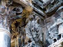 Saint Gilles du Gard, ébrasement nord du portail sud: les pèlerins d'Emmaüs