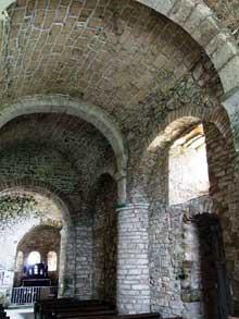 Saint Hymetière (Jura): l'église. Bas côté sud et abside.