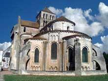 Saint Jouin de Marne (Deux Sèvres): l'église abbatiale. Le chevet