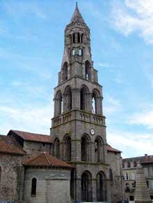 Saint Léonard de Noblat (Haute Vienne): la collégiale. La tour-clocher