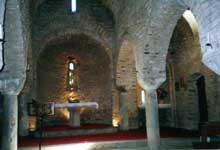 Saint Martin du Canigou (Pyrénées Orientales): l'église inférieure