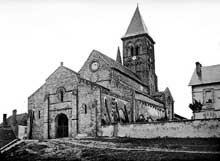 Saint Menoux (Allier): l'abbatiale. Vue générale
