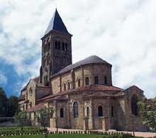 Saint Menoux (Allier): l'abbatiale. Le chevet