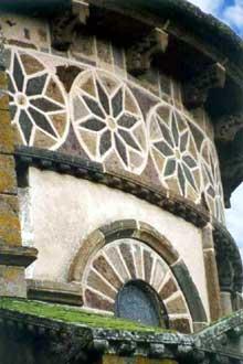 Saint Nectaire (Puy du Dôme): détail de l'abside du chevet.