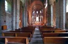 Saint Nectaire (Puy du Dôme): vue générale de la nef.