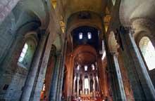 Saint Nectaire (Puy du Dôme): vue générale de la nef et du chœur.