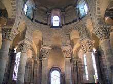 Saint Nectaire (Puy du Dôme): le chœur et le déambulatoire.