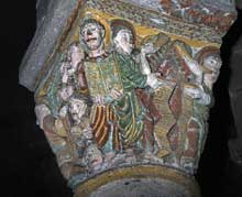 Saint Nectaire (Puy du Dôme): chapiteau du Jugement dernier: anges sonnant de la trompette