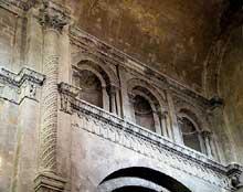 Saint Paul Trois Châteaux (Drôme): ancienne cathédrale: partie haute de la dernière travée de la nef précédant le transept