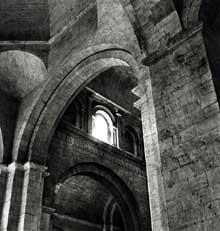 Saint Paul Trois Châteaux (Drôme): ancienne cathédrale: la croisée du transept