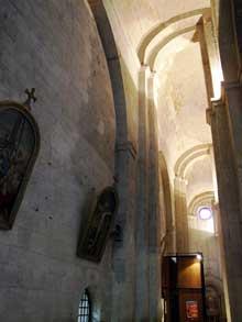 Saint Paul Trois Châteaux (Drôme): ancienne cathédrale: le bas côté sud