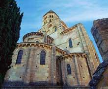 Saint Saturnin (Puy du Dôme): l'église saint Saturnin. Le chevet