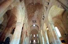 Saint Saturnin (Puy du Dôme): nef sur berceau plein cintre et bas côtés sur voûtes d'arêtes