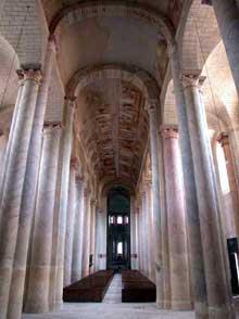 Saint Savin sur Gartempe (Vienne): l'église abbatiale, la nef. Vue vers le chœur