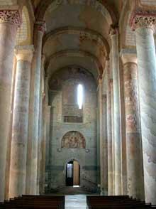 Saint Savin sur Gartempe (Vienne): l'église abbatiale, la nef. Vues vers le porche