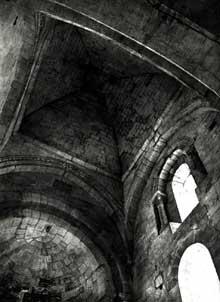 Saint Trinit dans le Vaucluse: intérieur de l'église de la Sainte Trinité (XIIè)