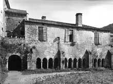 Silvanès (Aveyron): l'abbaye. Le cloître avant restauration