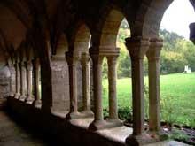 Silvanès (Aveyron): l'abbaye. Le cloître