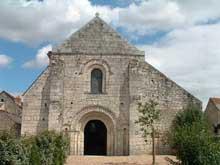 Tavant (Indre et Loire): Eglise Saint-Nicolas. Façade occidentale.