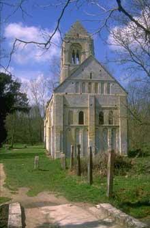 Thaon dans le calvados: l'église romane