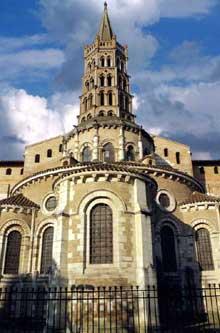 Toulouse (Haute Garonne): basilique saint Sernin. La tour de croisée et le chevet