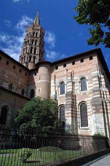 Toulouse (Haute Garonne): basilique saint Sernin. Tour de croisée et transept sud