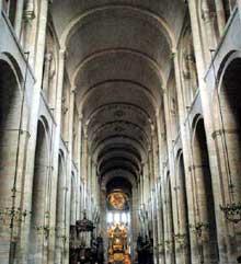 Toulouse (Haute Garonne): basilique saint Sernin. La nef centrale