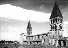 Tournus (Saône et Loire): abbatiale saint Philibert. L'église côté sud