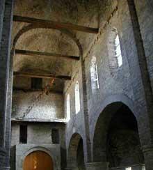 Tournus (Saône et Loire): abbatiale saint Philibert. Voûte de la nef centrale de la chapelle saint Michel à l'étage du narthex