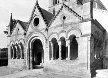Urcel (Aisne)�: l��glise Notre Dame�: le porche avant sa destruction lors de la guerre de 14-18