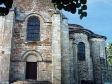 Uzerche (Corrèze): église abbatiale saint Pierre. Transept sud et chevet