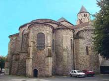 Uzerche (Corrèze): église abbatiale saint Pierre. Le chevet