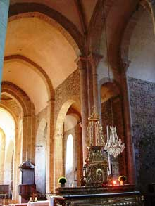 Uzerche (Corrèze): église abbatiale saint Pierre. La nef