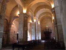 Valcabrère (Haute Garonne): basilique saint Just: la nef et le bas côté sud
