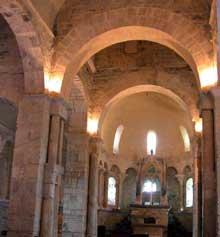 Valcabrère (Haute Garonne): basilique saint Just: la nef et la croisée