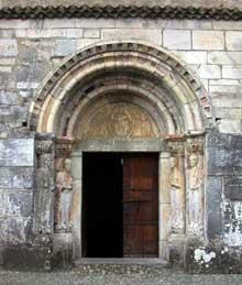 Valcabrère (Haute Garonne): basilique saint Just: le portail nord