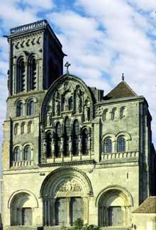 Vézelay (Yonne), basilique sainte Madeleine. La façade