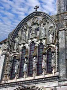 Vézelay (Yonne), basilique sainte Madeleine. La façade. Partie supérieure gothique